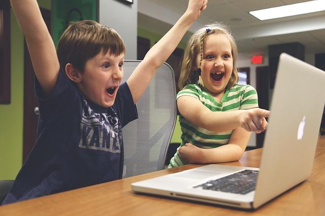 radost doma u počítače