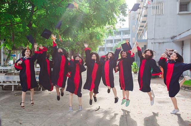 veselý absolventi