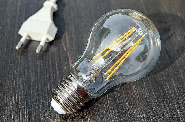 Kolik ušetří LED, halogenové nebo kompaktní zářivky